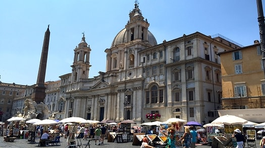 See artists at work in the Piazza Navona